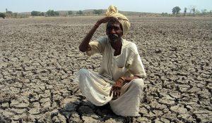 Indien_Landwirtschaft_Rechte_Mann-Dürre_690-690x402